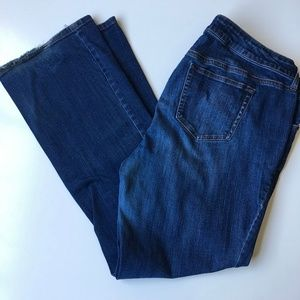 Torrid Relaxed Fit Bootcut jeans Med Wash